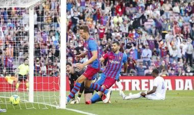 El Kun Agüero metió su primer gol con Barcelona, pero Real Madrid volvió a festejar